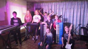 Ученики Тумской музыкальной школы - слайдшоу